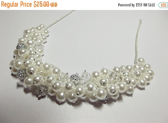 زفاف - SALE thru 12-16 Pearl Crystal and Silver Necklace, Wedding Jewelry, Mom Sister Bridesmaid Jewelry Gift, Chunky Necklace, Cocktail, Valentine