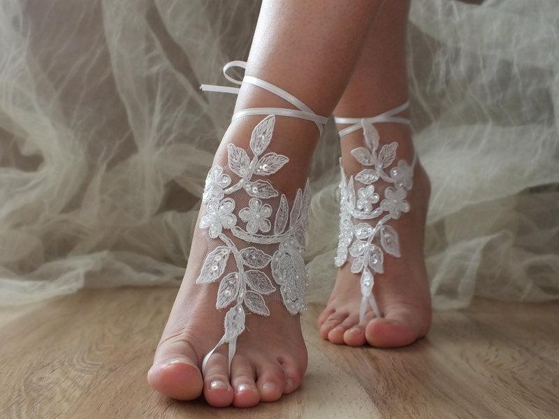 Свадьба - White Beach wedding barefoot sandals, White laca sandals, bridal barefoot sandals, White bridal beach shoes