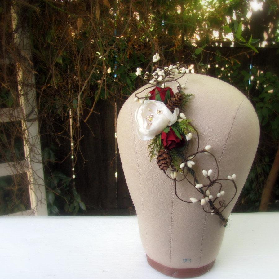 زفاف - Winter flower crown, winter woods bride, red rose head wreath, christmas wedding circlet, hair vine, ivory, ecru, berry pips, pinecones