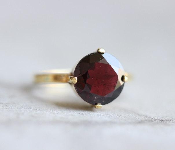 زفاف - 18K Gold Garnet ring - Natural Garnet Ring - Engagement ring - Artisan ring - Garnet birthstone - Prong set ring - Gift for her
