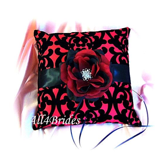 زفاف - Red and black damask ring bearer pillow,  gothic wedding ring cushion.