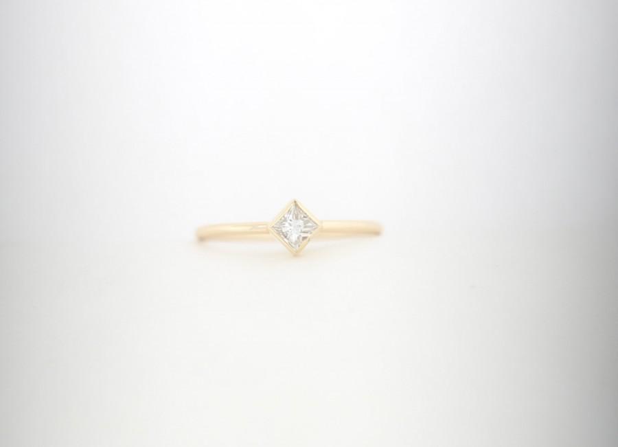 زفاف - Conflict Free Princess Cut Diamond Engagement Ring With Bezel Set. Solid Yellow Gold Thin Dainty Engagement Ring, Stacking 14K Diamond Ring