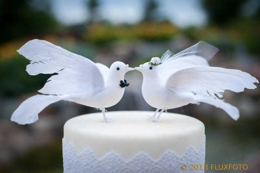 Mariage - Lovey Dove Wedding Cake Topper: Elegant Bride and Groom Love Bird Cake Topper -- LoveNesting Wedding Cake Toppers