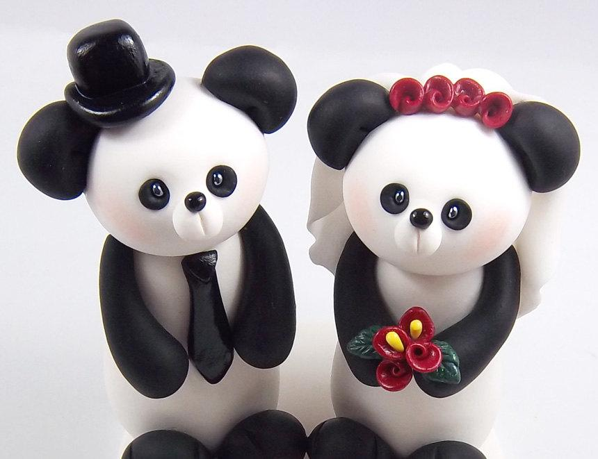 Свадьба - Panda Cake Topper, Wedding Cake Topper, Bride and Groom, Personalized Figurines, Handmade Wedding Decoration