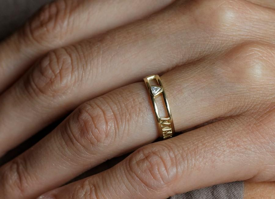 14k Gold Wedding Band Roman Numerals Ring Anniversary Ring