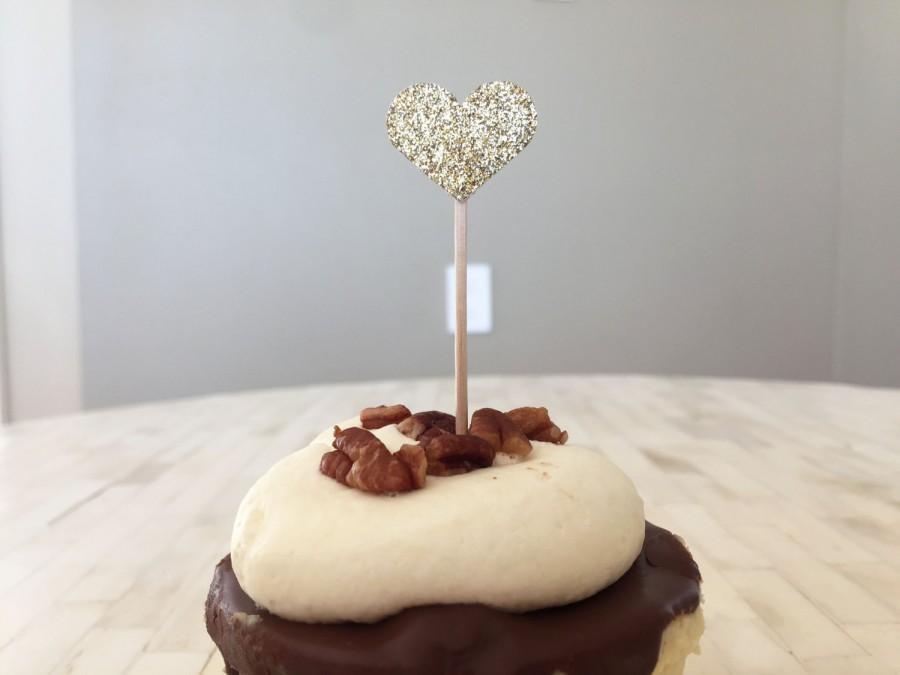 Свадьба - 12 Gold Glitter Heart Cupcake Toppers, Gold Wedding, Bridal Shower, Engagement Decor, Baby Shower