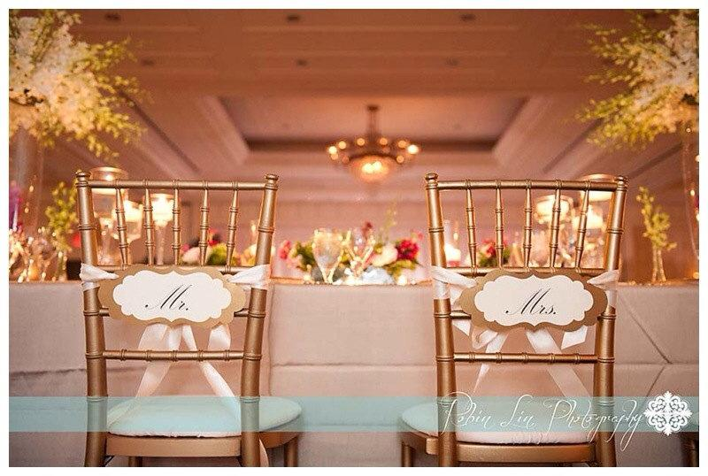 Mariage - Mr. and Mrs. Wedding Chair Signs in my Elegant Vintage Label Design for the Bride and Groom Chairs of Honor
