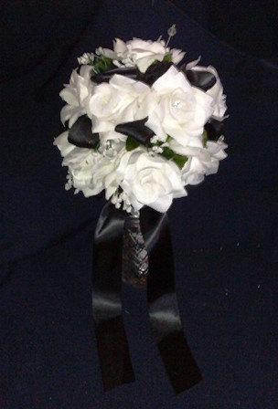 Hochzeit - Black and White Bouquet