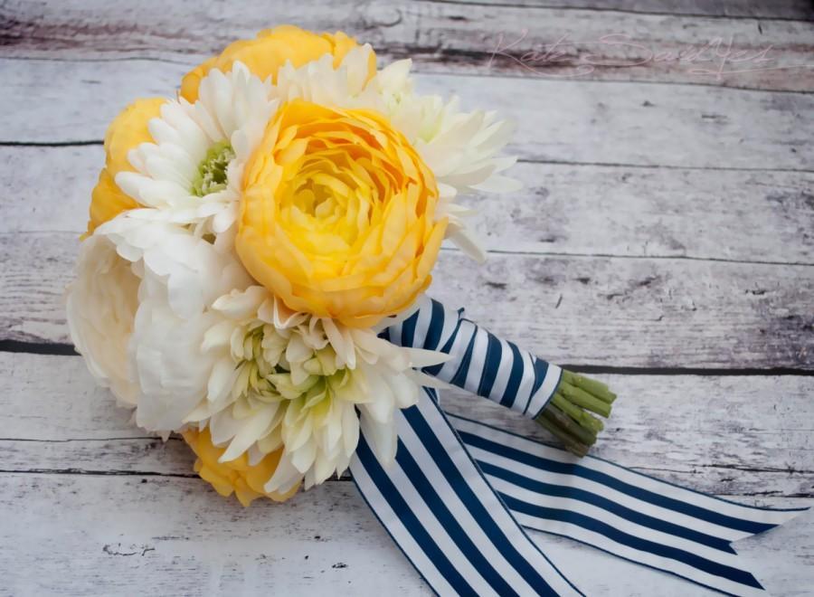 Hochzeit - Wedding Bouquet - Yellow and White Ranunculus Daisy and Mum Bouquet
