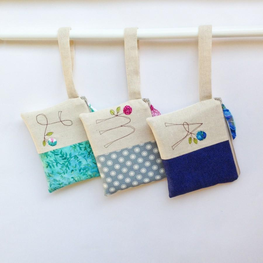 Mariage - Unique Flower Girl Gift, Set of 3 Wedding Wristlets, Wedding Bag for Flower Girl, Monogram Initial  MADE TO ORDER MamaBleuDesigns