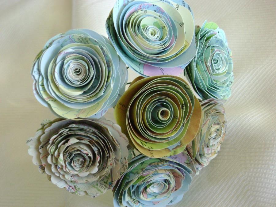 "Свадьба - vintage atlas map spiral 1.5""-1.75"" rolled rose paper flower bouquet for weddings and vases"