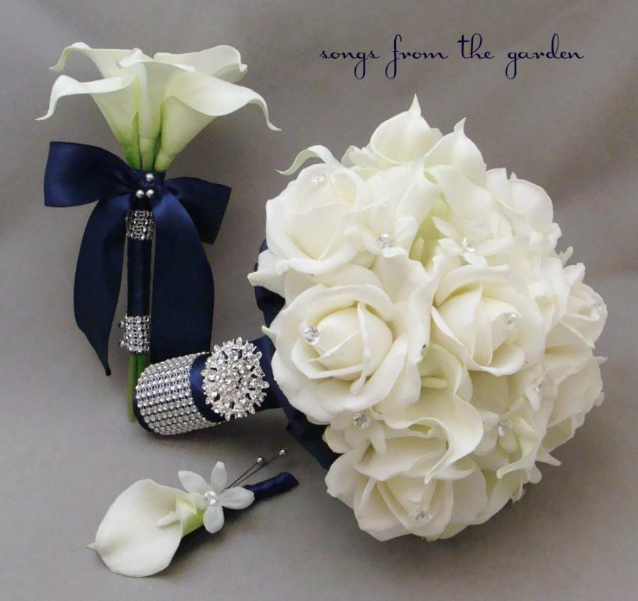 Свадьба - Navy White Bridal Bouquet Toss Bouquet Real Touch Roses Calla Lily Silk Stephanotis Groom's Boutonniere Pearl Rhinestone Accents Brooch