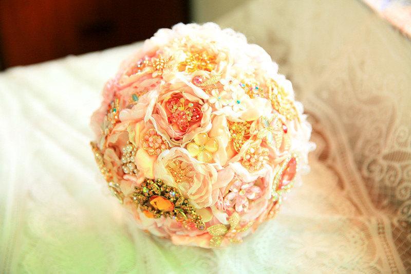 Mariage - Elegant Brooch Bouquet ,bouquet,pink brooch bouquet,broach bouquet, wedding bouquet, fabric bouquet, bridal bouquet, wedding flowers