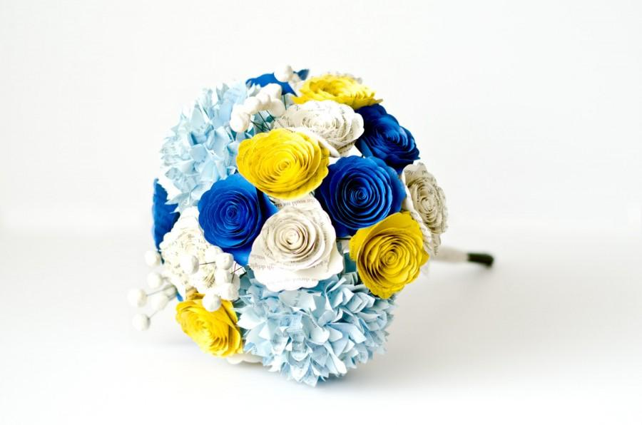 Mariage - Bridesmaid or Bridal Bouquet with Hydrangeas, Roses, Brunia Berries made from Book Pages - IN YOUR COLORS - Alternative Wedding Flowers