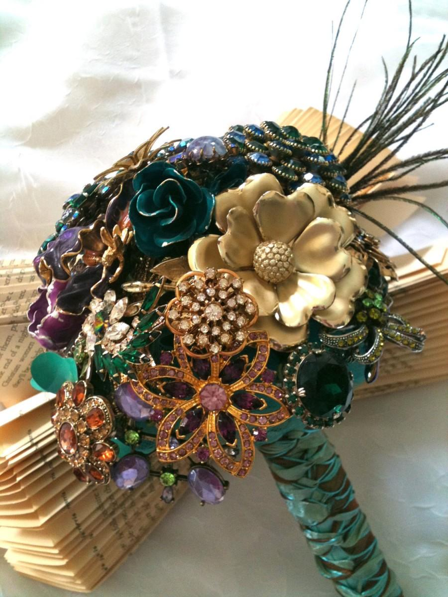 "Mariage - Brooch Bouquet Vintage inspired ""Shake Your Tail Feathers"" using vintage brooches"