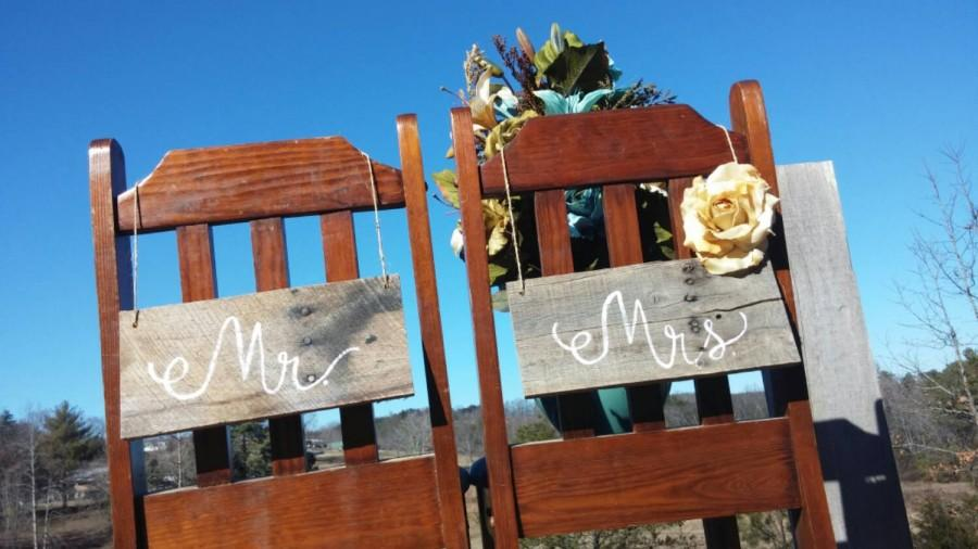 mr mrs wedding chair signs rustic pallet 2434351 weddbook