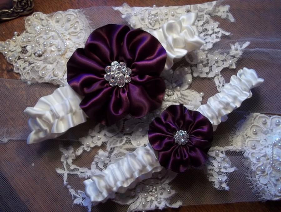 Свадьба - Purple Wedding Garter Set, Eggplant and Ivory Bridal Garter Set, Wild Rose Garter - Five Petal Rose Flower