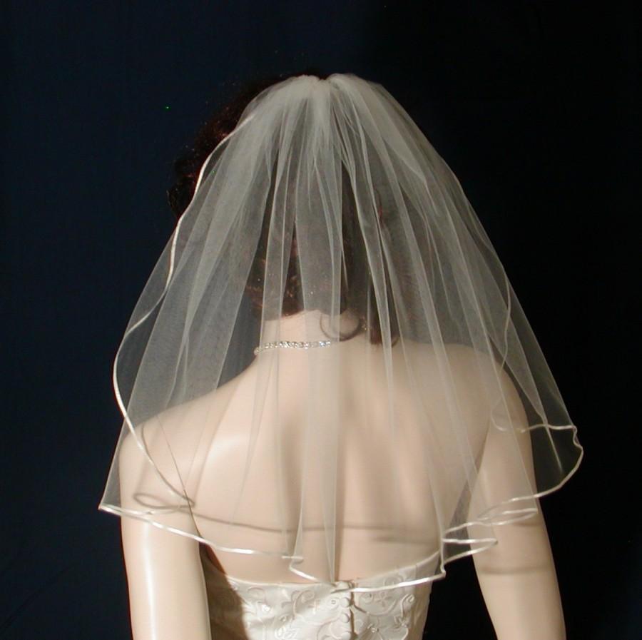 Mariage - 1 tier Shoulder length Flyaway Bridal Veil trimmed with a tiny,  delicate Satin Ribbon
