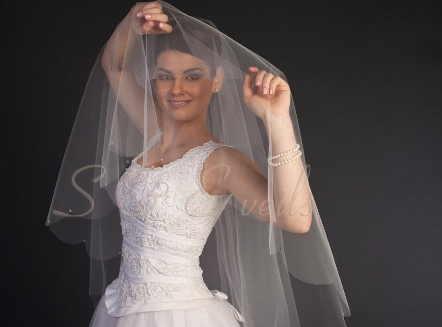 """Hochzeit - 2-tier Fingert Drop Veil with scalloped edging with swarovaki rhinestones, bridal veil, hair matching comb Available 30"""" thru 44"""" lengths"""