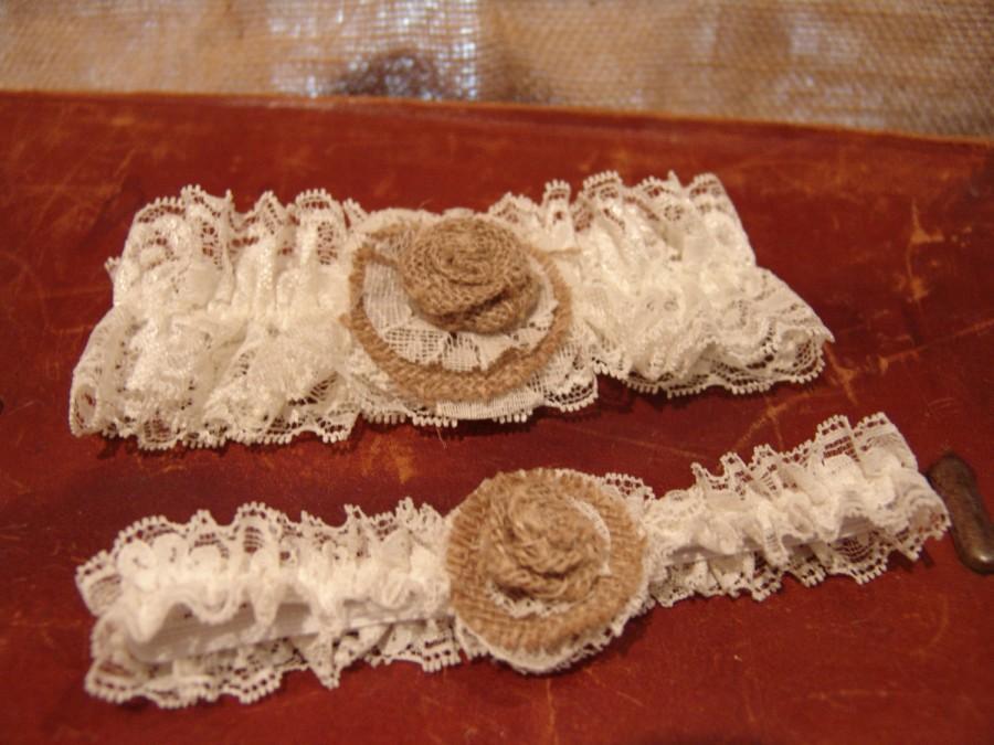 Свадьба - Rustic Burlap Lace Garter Set,bridal accessory,country wedding,rustic wedding,burlap wedding,vintage wedding,barn wedding,rustic bride