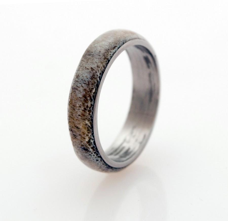 Mariage - Men Titanium and Antler Wedding Band - Titanium Ring Antler Ring mens wedding band