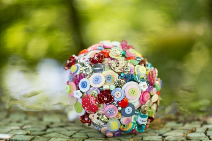 Свадьба - button bouquets Alice in wonderland inspired bouquet