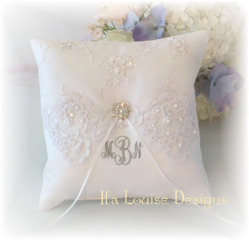 Mariage - Ring Bearer Pillow, White Ring Bearer Pillow, Monogrammed Ring Bearer Pillow, Personalized Ring Bearer Pillow