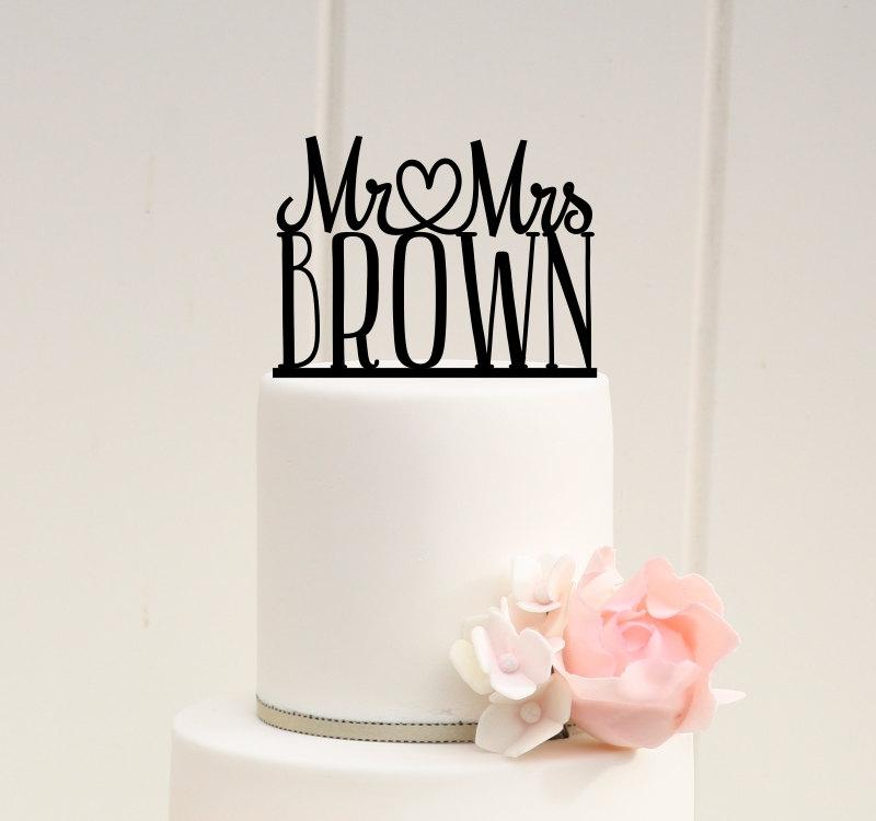 Hochzeit - Mr and Mrs Wedding Cake Topper Heart Design Personalized with YOUR Last Name - 0034