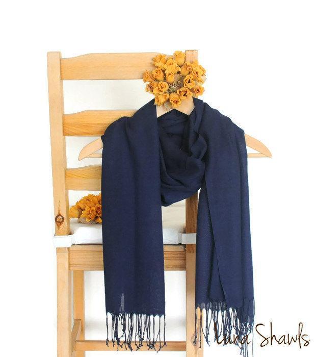 Свадьба - Dark Blue Shawl, Wedding Shawl, Solid Color Scarf, Midnight Blue Pashmina, Bridesmaid Shawl, Bridesmaid Gift, Navy Scarf