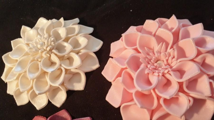 Свадьба - 1 large dahlia  / Cake decoration / Edible flower / sugar flower / wedding cake decoration