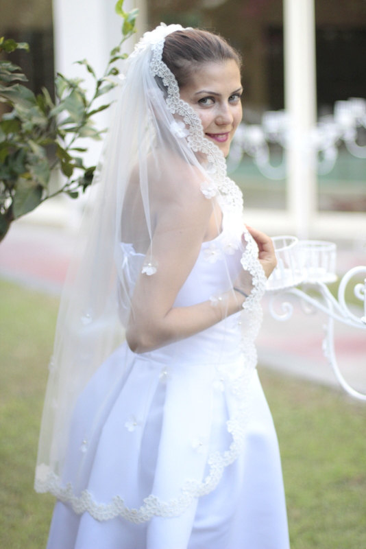 Свадьба - Veil with organza flower and lacy edge, single layer veil (illusion tulle)