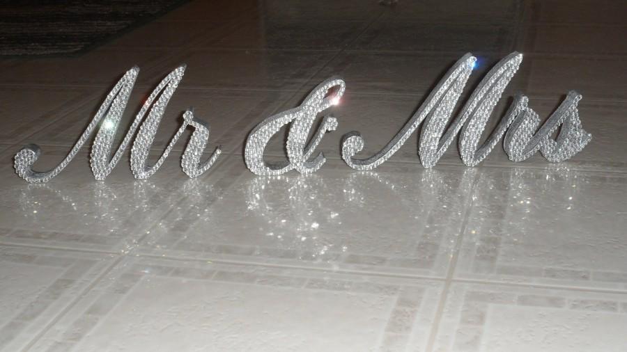 "Свадьба - Swarovski Crystal ""MR & MRS"" 6"" standing sign"