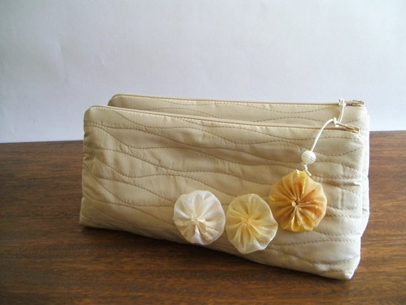 Mariage - Wedding Clutches Set of 5, Bachelorette Party Gifts, Wristlets with cream flowers, Bridesmaids Gift Bags