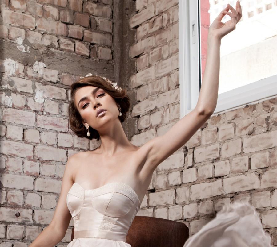 Свадьба - Wedding Dangle Earrings, Bridal gold chandelier earrings, Majorca teardrop pearl Jewelry, Rhinestone and pearl earrings, Bridal Jewelry
