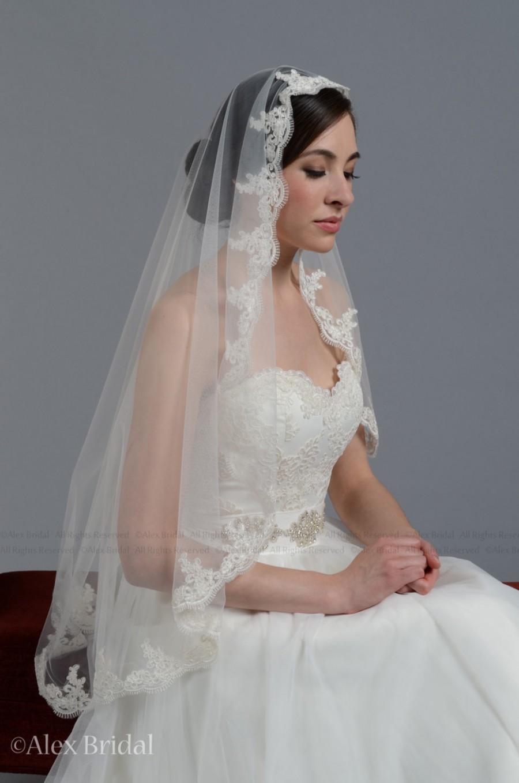 Mariage - Mantilla bridal wedding veil white 50x50 fingertip alencon lace