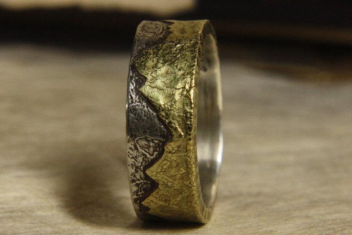 Mariage - Golden Mountain Ring. Mans ring of sterling silver and 18k gold. Mans engagement.