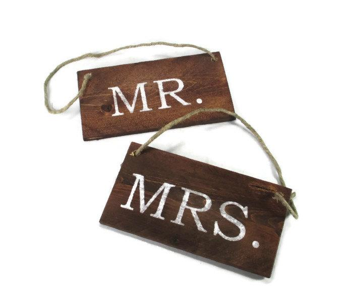 Свадьба - Mr and Mrs Wedding Signs - Rustic Wedding Decor - Wedding Photo Props