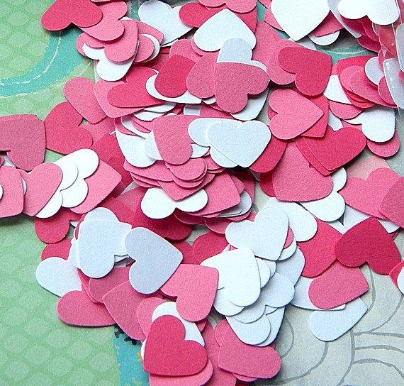 Mariage - Paper Confetti- 250 paper hearts in a range of pretty pinks - great for weddings - baby showers - card making - confetti - scrap booking -