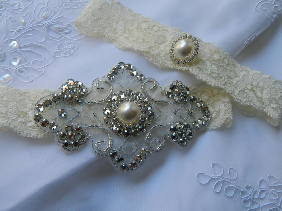 Mariage - Stretch Lace Wedding Garter Set With Pearl And Rhinestone applique Centering