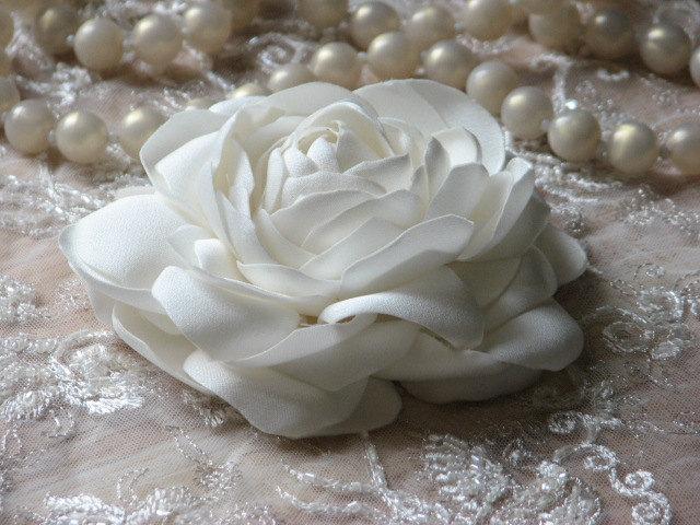 Wedding - Ivory hair flower Wedding hair peony Ivory hair peony Bridal headpiece Wedding peony Ivory hair pins Ivory wedding flower Ivory hair clips