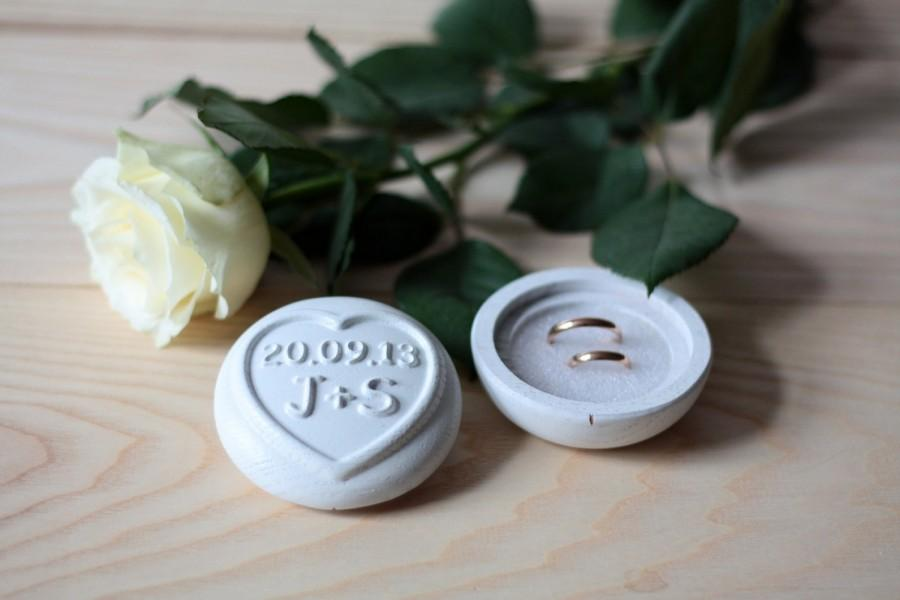 Свадьба - Personalized wooden wedding ring box, ring bearer box  with carved initials and date, oak wood,painted white.