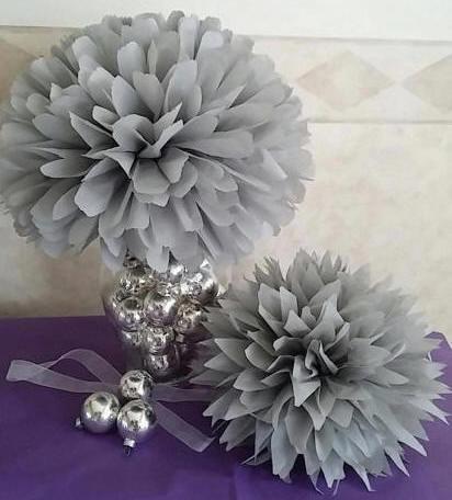 Hochzeit - 5 Tissue paper pom poms, Wedding, Baby, Bridal shower, Rehearsal, Party decorations. Hanging pom poms. Hanging flower ball