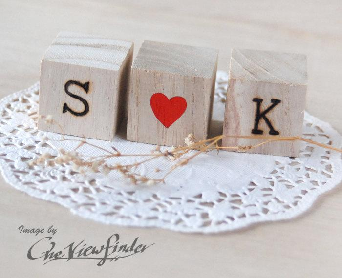 Hochzeit - Personalized Love Wedding Cake Topper with wood burned texts . Text Wood Blocks . rustic wedding favors decor .