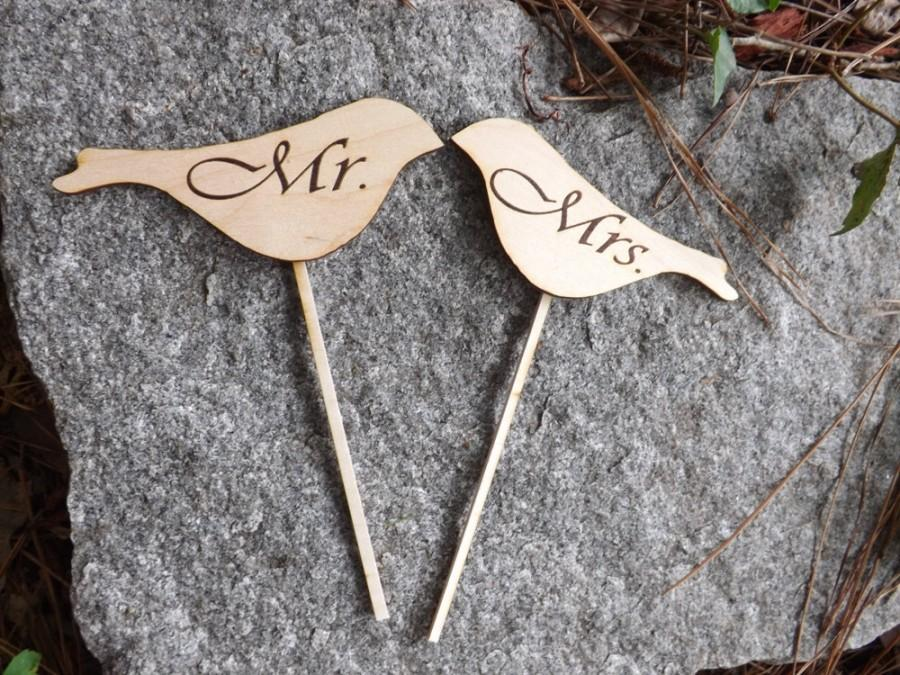 Hochzeit - Love Bird Shaped Rustic Wood Cake Toppers, Wedding Favors, Rustic Wedding, Vintage Cake Toppers, Personalized