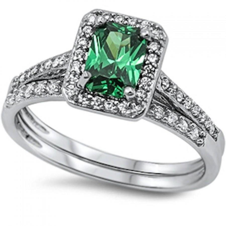 Mariage - 1.90 Carat Emerald Cut Platinum 925 Sterling Silver Emerald Green Clear Topaz Halo Ring and Band Wedding Engagement Anniversary  Bridal Set