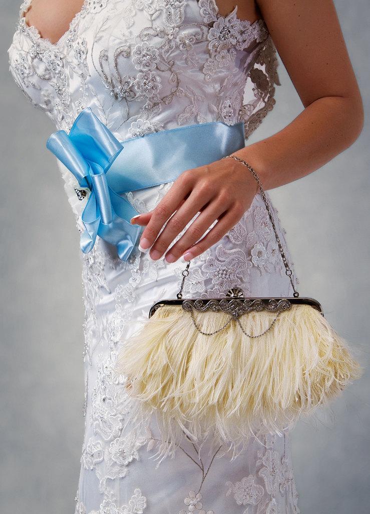 زفاف - Cherri - Elegant ostrich feather bridal clutch with rhinestone accents