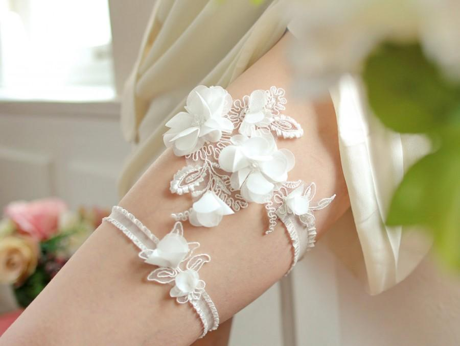 Mariage - White wedding garter set, bridal garter belt with chiffon flowers - style #404