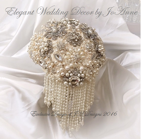 Свадьба - BEAUTIFUL BROOCH BOUQUET , Deposit for this Ivory Multi Pearl Brooch Bouquet, Jeweled Wedding Bouquet,Ivory Brooch Bouquet, Pearl Bouquet