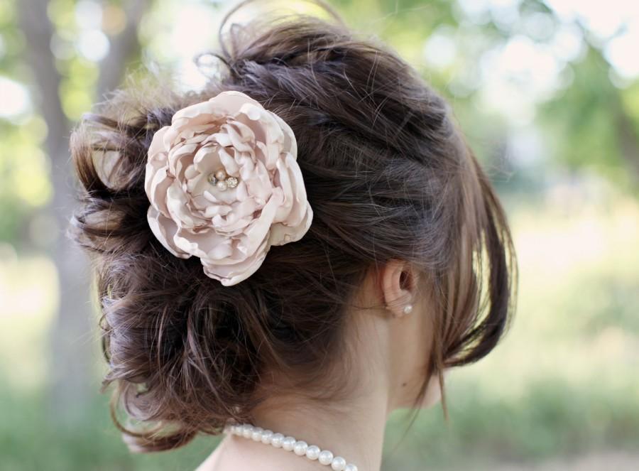 Свадьба - Champagne Bridal Flower Hair clip, Wedding Hair Accessory, Fascinator, Shantung, Pearl Beads, Bridal Head Piece