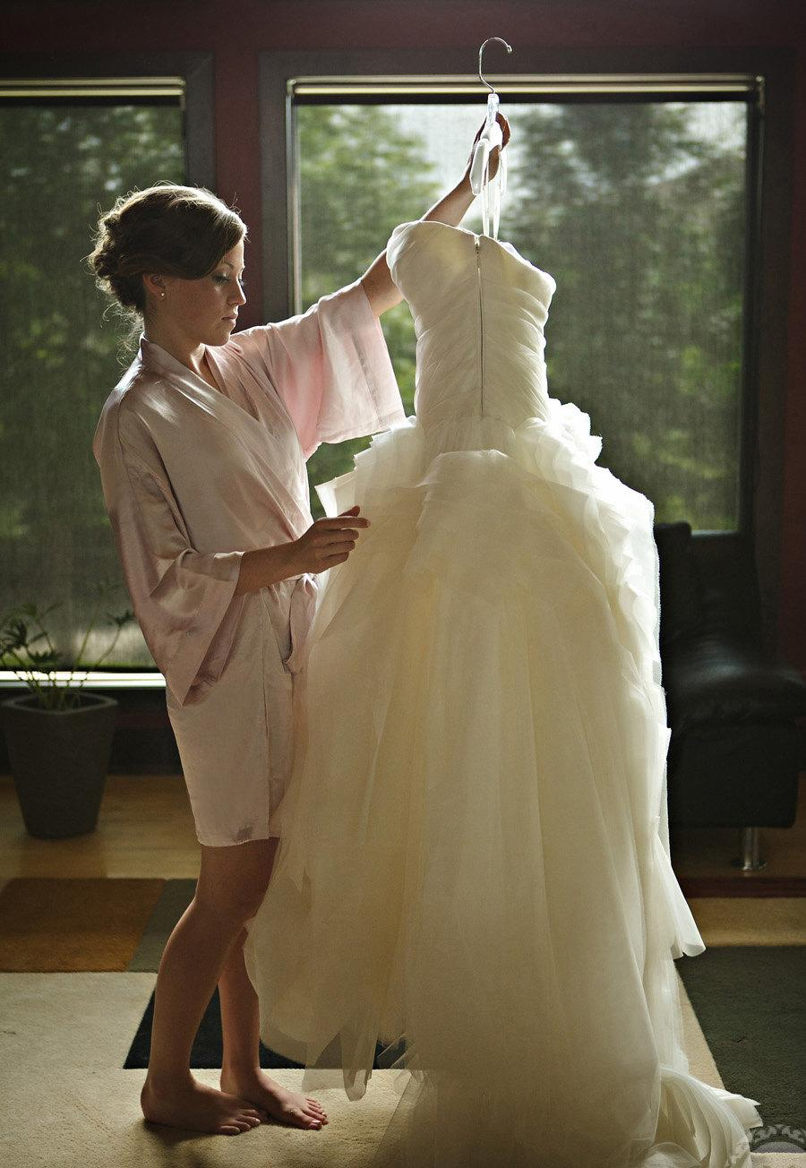 Hochzeit - Ready to ship - Samantha Silk bridal kimono getting ready robe pink